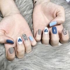 方圆形蓝色灰色银色心形跳色美甲图片