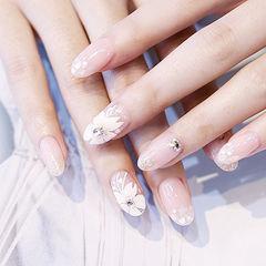 圆形白色手绘花朵钻简约新娘美甲图片