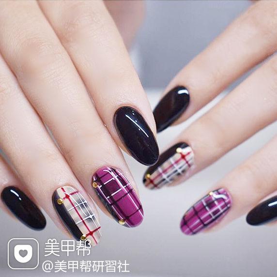 圆形紫色裸色手绘格纹美甲图片