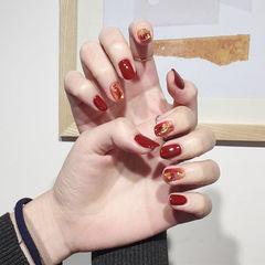 圆形红色焦糖色晕染金箔美甲图片