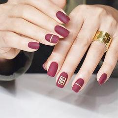 方圆形酒红色金银线磨砂美甲图片