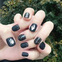 方圆形黑色钻磨砂美甲图片