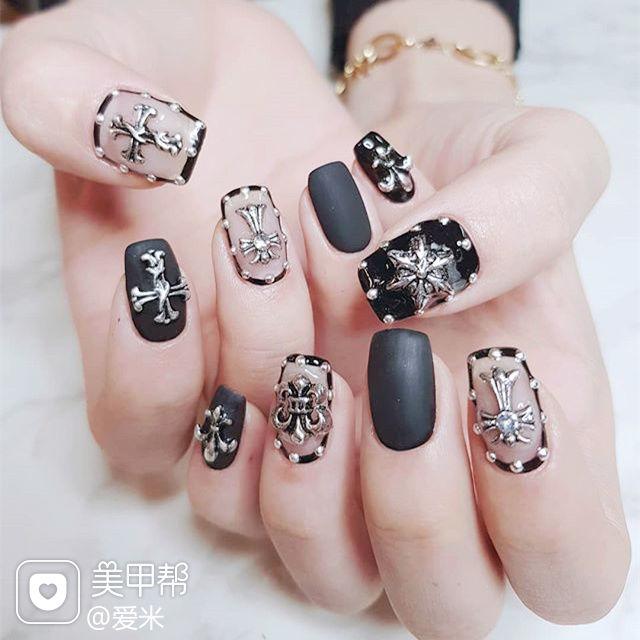 方圆形黑色克罗心包边韩式美甲图片