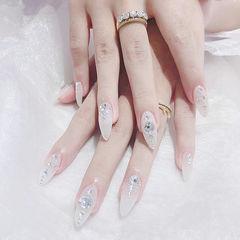 尖形白色钻新娘美甲图片