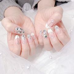 圆形白色金银线钻法式新娘美甲图片