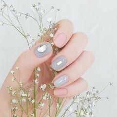 方圆形粉色灰色磨砂跳色美甲图片