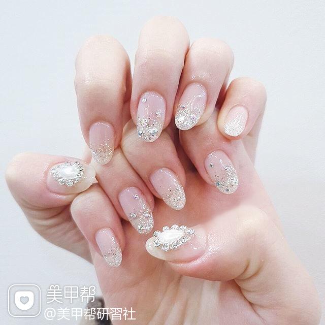 圆形银色渐变钻新娘美甲图片