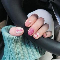 圆形粉色白色菱形珍珠磨砂美甲图片