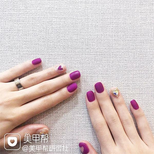 方圆形紫色心形钻磨砂美甲图片