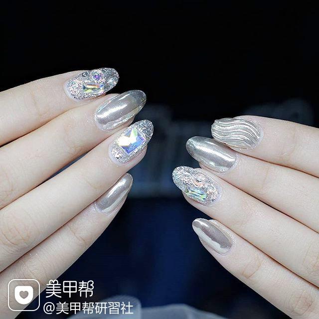 圆形银色钻水波纹镜面美甲图片