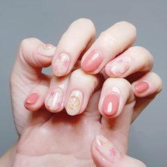 圆形粉色白色晕染美甲图片