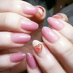 圆形粉色心形钻美甲图片