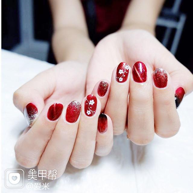 圆形红色猫眼花朵显白新娘美甲图片