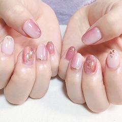 圆形粉色竖形渐变贝壳片美甲图片
