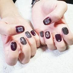 方圆形酒红色黑色钻美甲图片