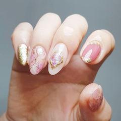 圆形粉色金色晕染金箔美甲图片