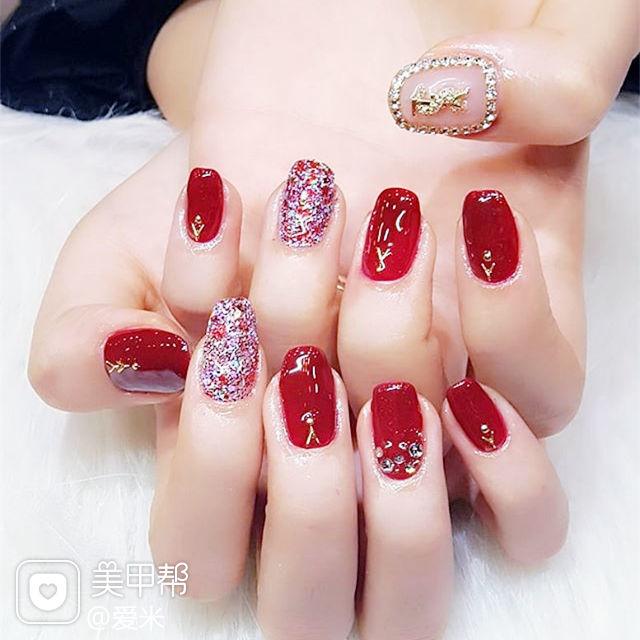 方圆形红色钻显白新年美甲图片