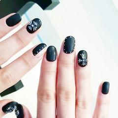 圆形黑色克罗心磨砂美甲图片