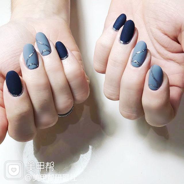 圆形蓝色手绘磨砂美甲图片