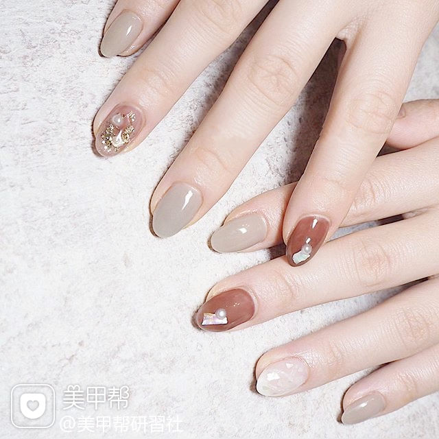圆形焦糖色裸色贝壳片珍珠日式美甲图片