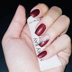 方圆形红色钻斜法式新娘美甲图片