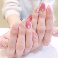 圆形粉色裸色贝壳片简约上班族美甲图片