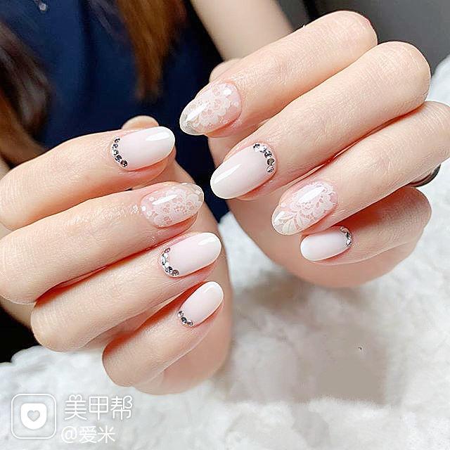 圆形白色花朵钻新娘蕾丝美甲图片