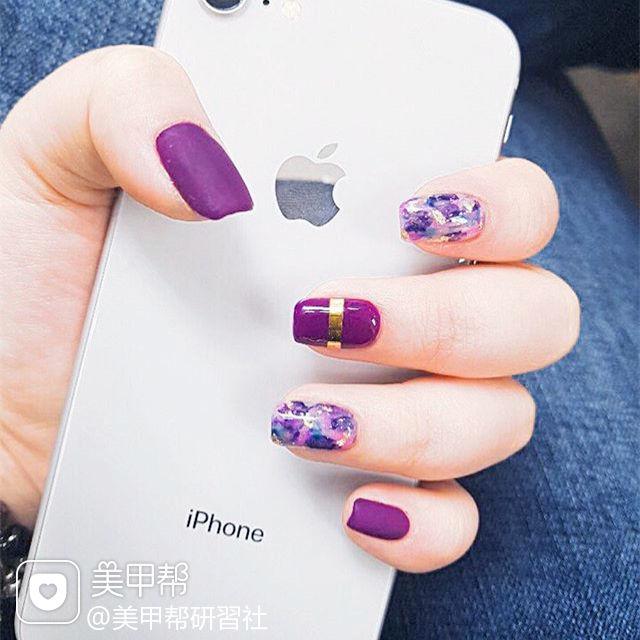 方圆形紫色金银线晕染磨砂美甲图片