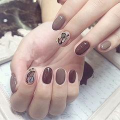 圆形棕色贝壳片美甲图片