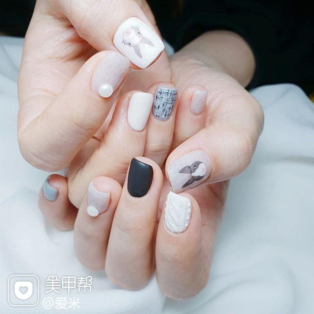 方圆形灰色黑色白色手绘兔子可爱磨砂跳色美甲图片