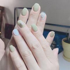 方圆形绿色白色饰品磨砂美甲图片