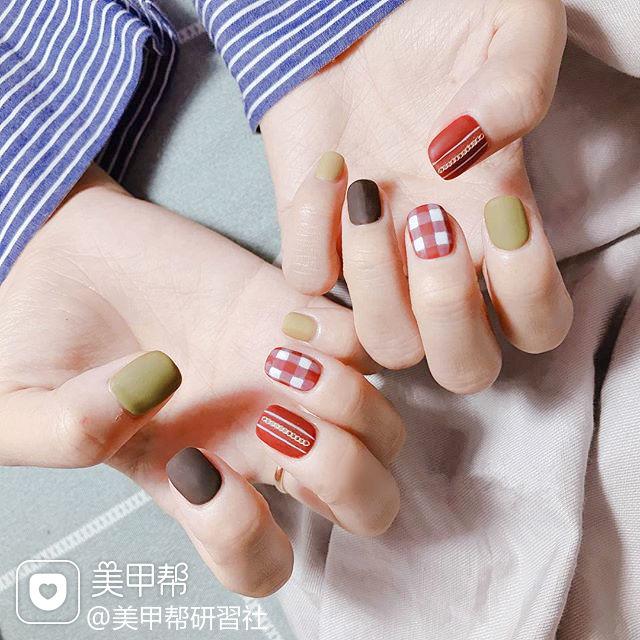 方圆形红色绿色棕色格纹跳色磨砂美甲图片