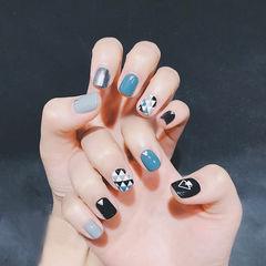 方圆形蓝色黑色手绘几何美甲图片