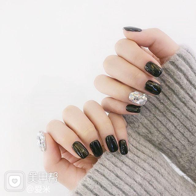 方圆形黑色钻美甲图片