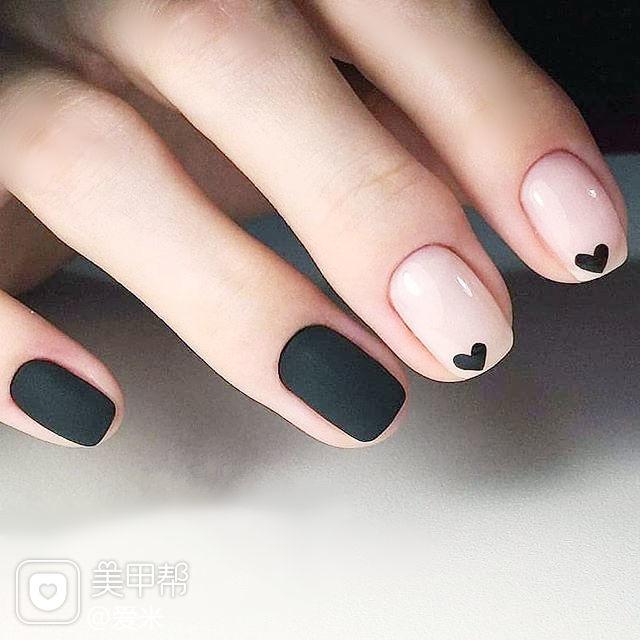 方圆形黑色裸色心形磨砂美甲图片
