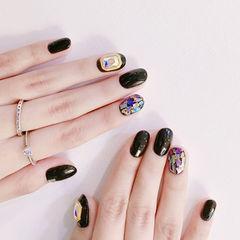 圆形黑色贝壳片钻金箔美甲图片