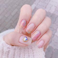 方圆形粉色钻亮片美甲图片