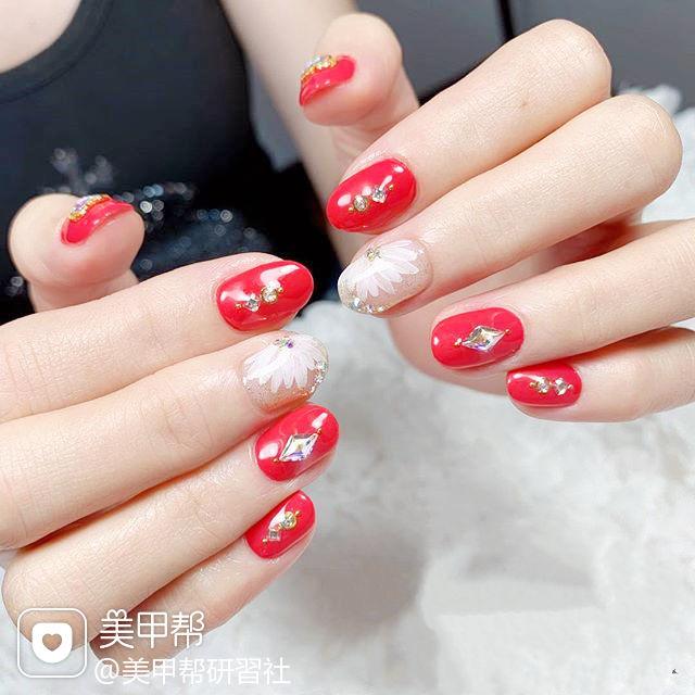圆形红色白色钻手绘花朵日式美甲图片