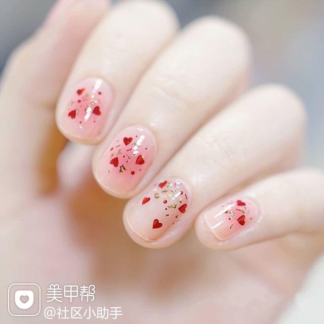圆形粉色腮红甲亮片美甲图片