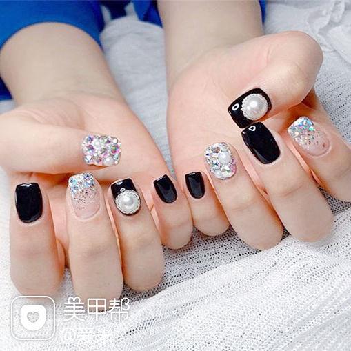 方圆形黑色珍珠钻美甲图片