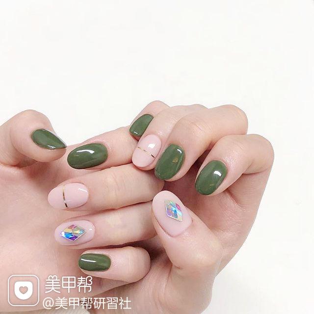 圆形绿色裸色金银线钻美甲图片