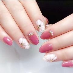 圆形白色玫红色手绘花朵珍珠美甲图片