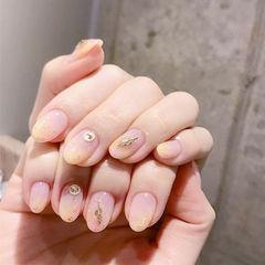 圆形黄色粉色钻金箔简约美甲图片