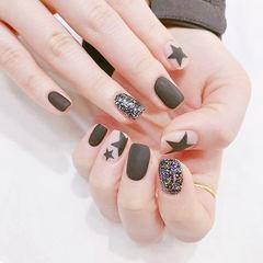方圆形黑色白色手绘星星磨砂美甲图片