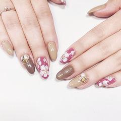 圆形粉色棕色裸色手绘花朵珍珠跳色日式美甲图片