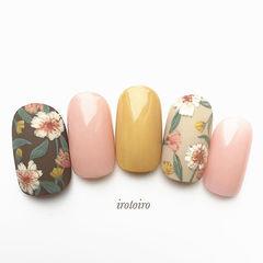 圆形黄色绿色粉色手绘花朵日式美甲图片