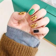 方圆形绿色黑色棕色手绘豹纹跳色美甲图片