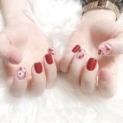 方圆形红色粉色手绘花朵新娘美甲图片