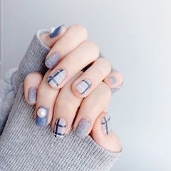 方圆形蓝色格纹珍珠皮草胶磨砂美甲图片