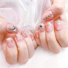 方圆形粉色钻新娘美甲图片